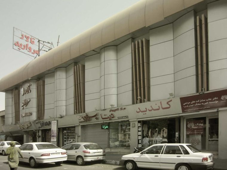 نمای پاساژ سپید واقع در فلکه ی اول تهرانپارس (استودیو معماری دیدآ )