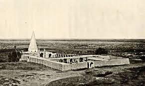 گنبد رک هرمی مقبره حاج عبد الصمد در نطنز