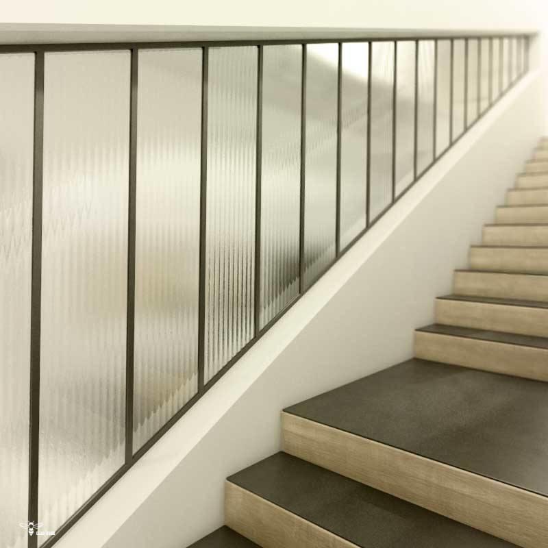 استفاده از شیشه های طرح دار مدرن راه راه در قسمت راه پله و نمای ساختمان که توسط استودیو معماری دیدآ طراحی شده است