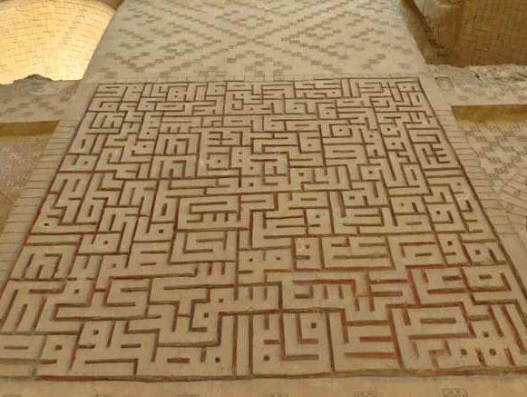 فلاورجان اصفهان؛ مقبرة پیربکران، نقوش هندسی