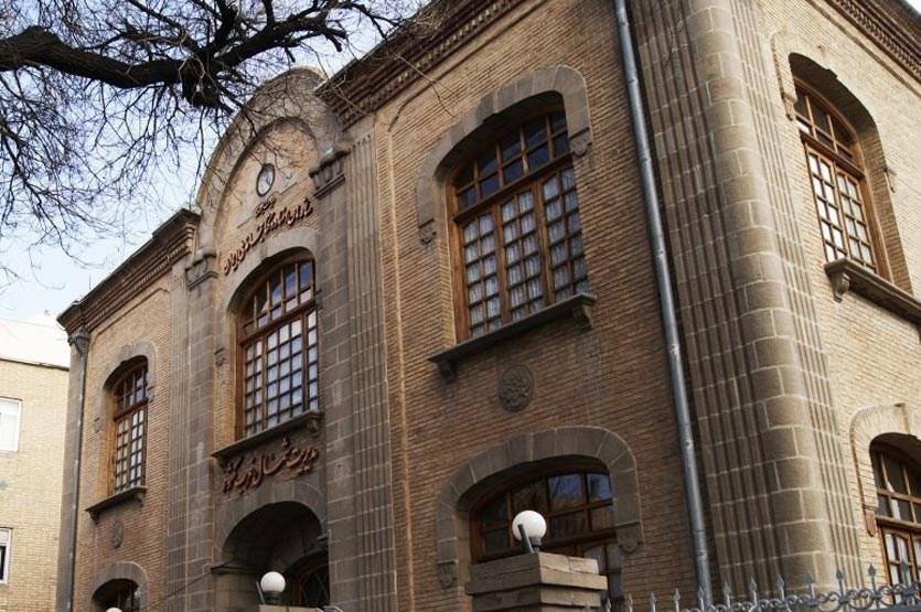 تبریز، سنگ بادکوبه ای در نمای خانه
